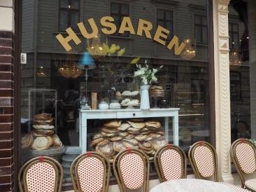 Größte Kanelbullar (=Zimtschnecken) gibt es beim Café Husaren